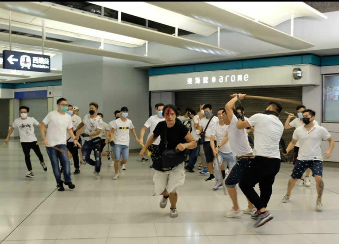 Kênh truyền thông thân Bắc Kinh đứng chót bảng xếp hạng tín nhiệm các phương tiện truyền thông HK (ảnh 2)