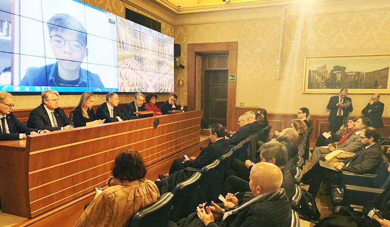 Hoàng Chi Phong được một số thành viên của Quốc hội mời diễn thuyết qua video ngày 28/11.