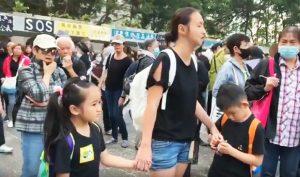 Bé gái 7 tuổi Hồng Kông mắng Carrie Lam là vi khuẩn xấu xa