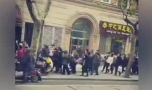 """Thượng Hải: Hàng trăm người dân xuống đường biểu tình, hô vang """"Đả đảo tham nhũng"""""""