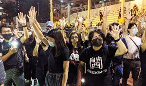 Tòa án HK từ chối đơn tạm hoãn của chính phủ, 'Luật cấm che mặt' chính thức mất hiệu lực