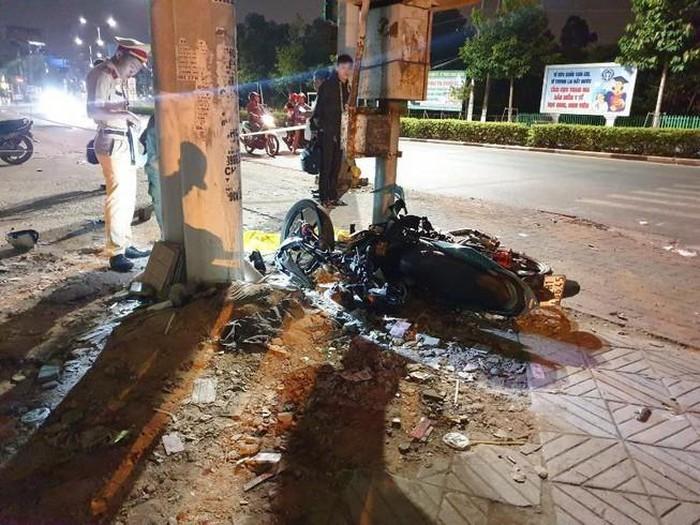 Bình Dương: Bị CSGT truy đuổi, nam thiếu niên lao vào cột đèn tử vong?