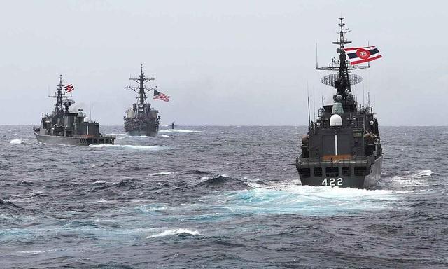 Các tàu hải quân của Mỹ và Thái Lan tham gia cuộc diễn tập quân sự chung đầu tiên giữa Mỹ và ASEAN hồi tháng 9. (Ảnh qua laodong)