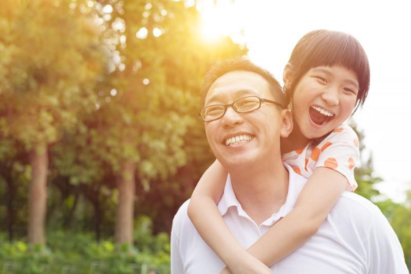 Sinh con gái giúp các ông bố sống thọ và thành đạt hơn