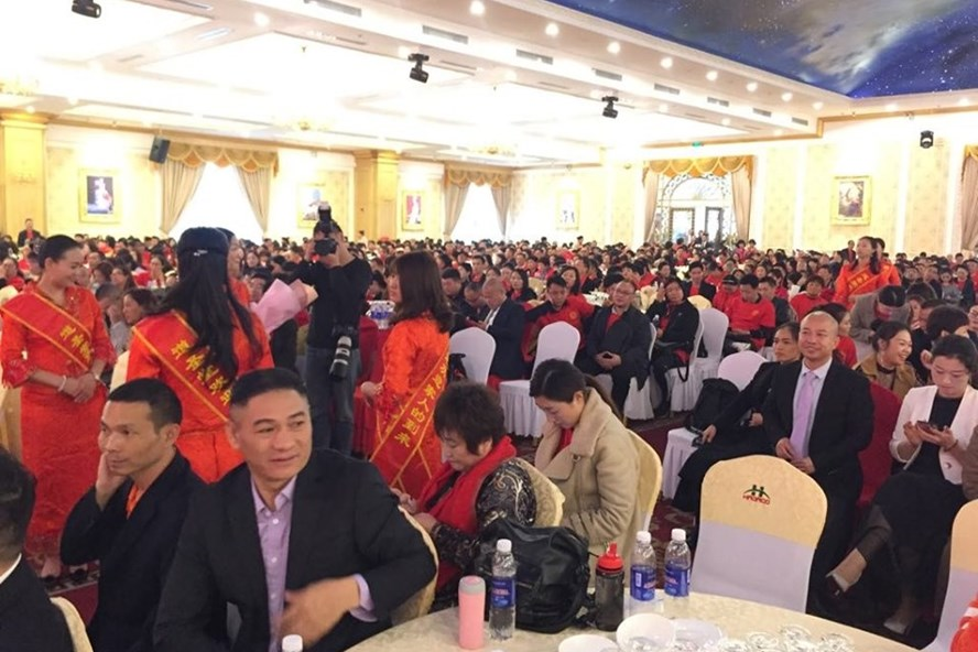 Chương trình biểu diễn của hơn 2.100 khách Trung Quốc bị dừng vì vi phạm quy định.