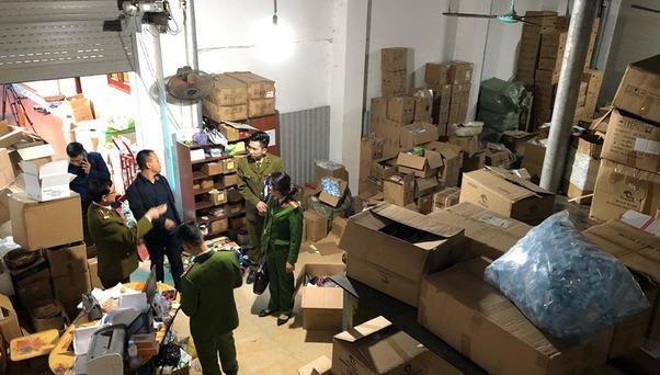 Công an bắt giữ hàng chục tấn thiết bị y tế nghi nhập lậu từ Trung Quốc-ảnh 2