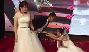 Người yêu cũ mặc váy cô dâu xuất hiện trong đám cưới để cầu xin chú rể quay lại