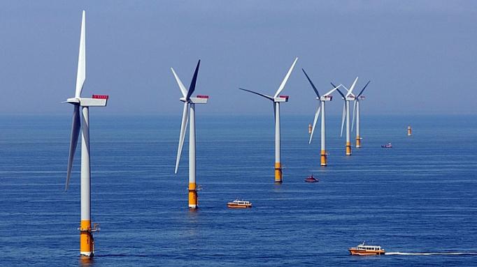 Chủ tịch hiệp hội năng lượng Việt Nam kiến nghị phát triển điện gió vì Việt nam có bờ biển dài. (Ảnh qua thanhnien)