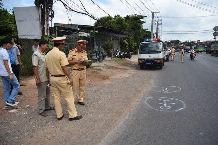 Đồng Nai: Tài xế xe đưa rước làm rơi học sinh xuống đường sử dụng bằng lái giả-ảnh 2