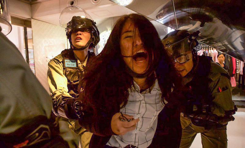 Người dân lại phát động một cuộc biểu tình vào ngày 15/12, gây ra xung đột với cảnh sát Hồng Kông.