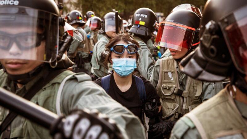 Người trẻ tuổi sớm đã trở thành lực lượng phản kháng chủ lực, trong đó không thể thiếu những thiếu niên mười mấy tuổi với những gương mặt non nớt.