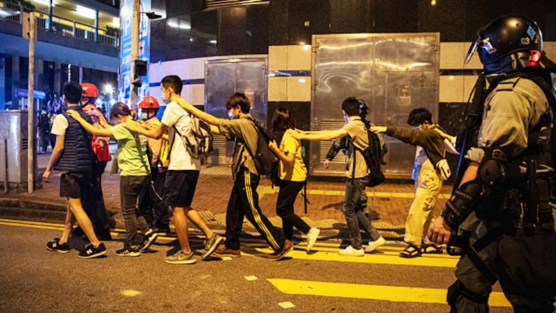 Phong trào phản đối dự luật dẫn độ đã kéo dài hơn 6 tháng, hơn 6.000 người đã bị bắt, trong đó có 2.393 sinh viên, chiếm gần 40% tổng số người bắt giữ