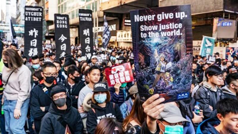 Ngày 8/12, 800.000 người Hồng Kông tham gia đại diễu hành, biển người phủ khắp cả con đường.