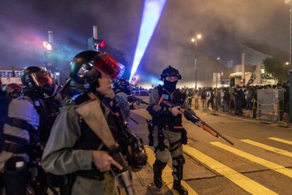 Đêm Giáng Sinh không bình an, cảnh sát Hồng Kông điên cuồng bắt người (ảnh 5)