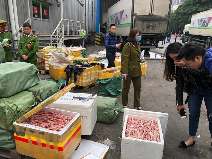Hà Nội Bắt giữ 5 tấn nội tạng thối trong container đông lạnh của siêu thị Mega Market-4