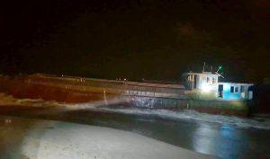 Hà Tĩnh: Tàu hàng không có người lái trôi dạt vào bờ biển nghi của Trung Quốc