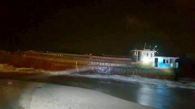 Hà Tĩnh: Tàu hàng không có người lái trôi dạt vào bờ biển nghi của Trung Quốc-ảnh 2