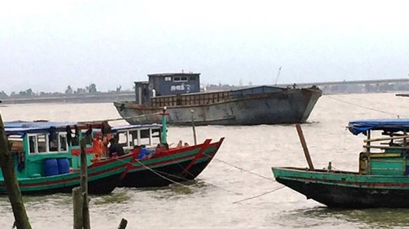 Hà Tĩnh: Tàu hàng không có người lái trôi dạt vào bờ biển nghi của Trung Quốc-ảnh 3