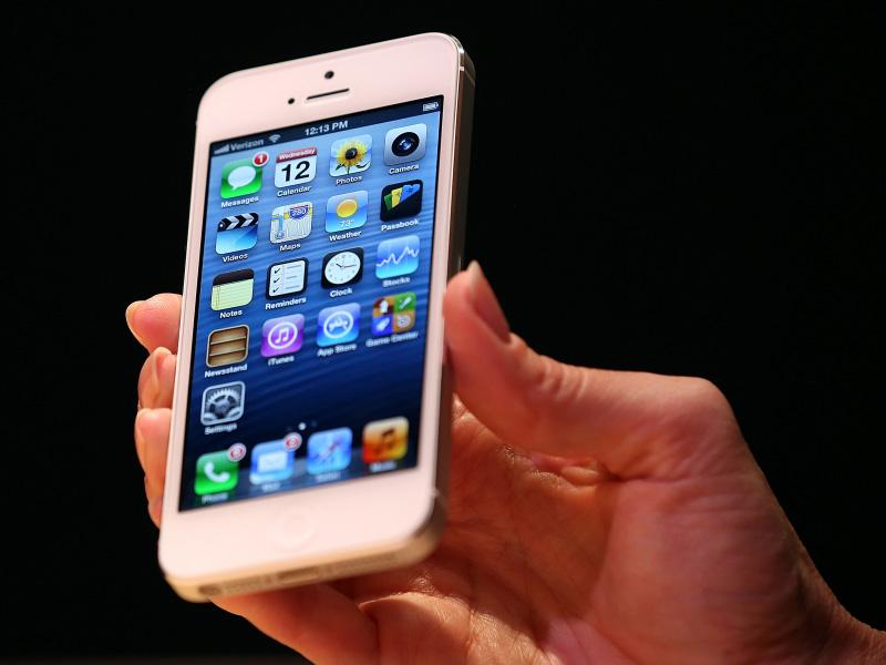 Hành trình 12 năm phát triển của iPhone - iPhone 5