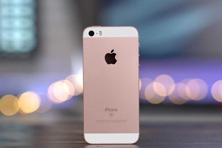 Hành trình 12 năm phát triển của iPhone - iPhone SE