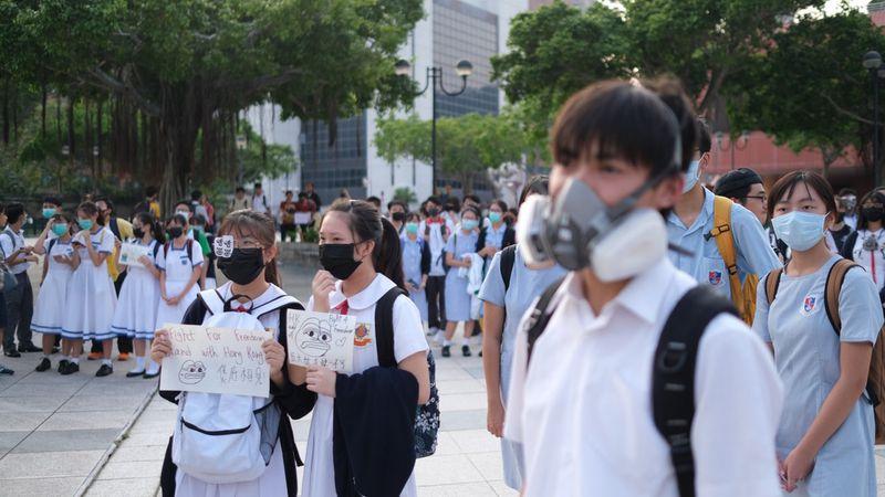 80 giáo viên và hơn 2.000 học sinh bị bắt vì liên quan đến phong trào phản đối dự luật dẫn độ (ảnh 1)