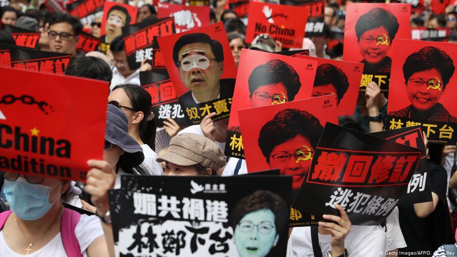 Người biểu tình HK đề xuất cho Mỹ danh sách trừng phạt 140 người, có 3 quan chức cấp cao của ĐCSTQ (ảnh 1)