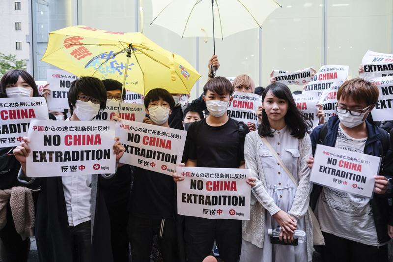 Ủy ban Đối ngoại của Quốc hội Ý thông qua nghị quyết yêu cầu chính phủ Hồng Kông điều tra việc cảnh sát Hồng Kông lạm dụng vũ lực và cần thả những người biểu tình bị bắt giữ.