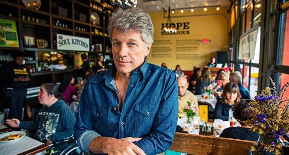 Jon Bon Jovi mở 2 nhà hàng từ thiện cho người nghèo đến ăn miễn phí