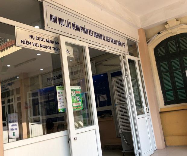 Khu vực lấy mẫu xét nghiệm tại Bệnh viện Đa khoa Xanh Pôn. (Ảnh qua Zing)