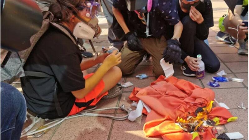 Bé gái 13 tuổi Hồng Kông bị phạt 1 năm quản chế vì đốt 'lá cờ 5 sao' (ảnh 1)