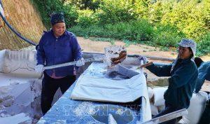 Lào Cai: Chuyên gia Trung Quốc thăm dò đất hiếm không cần giấy phép?
