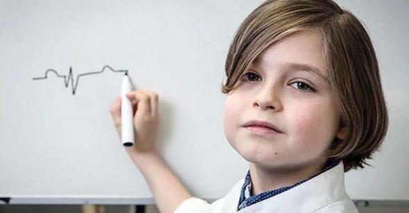 Thần đồng 9 tuổi sắp tốt nghiệp ĐH, chuẩn bị lên tiến sĩ