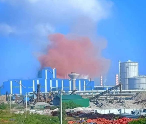 Lượng bụi hồng lớn vừa xuất hiện ở nhà máy thép Hòa Phát Dung Quất.
