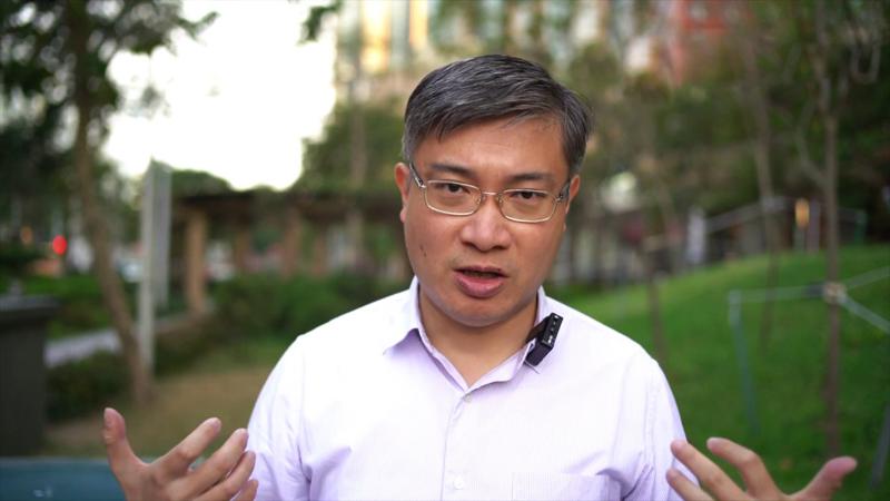 """Bình luận viên chính trị Tang Phổ (Sang Pu) cho rằng hai biện pháp trừng phạt này chẳng khác nào """"gậy ông đập lưng ông"""""""