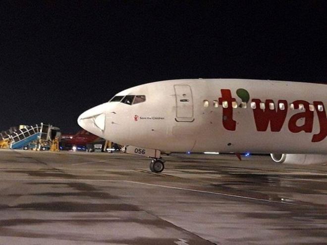 Máy bay 'suýt' va phải vật thể lạ khi đang hạ cánh xuống sân bay Nội Bài-ảnh 2