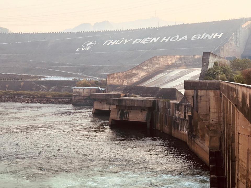 Mực nước thấp, ảnh hưởng lớn đến tình hình cấp điện trong năm tới.
