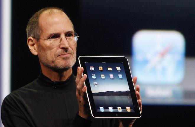 """Nguồn gốc iPad: Steve Jobs yêu cầu """"một miếng kính để đọc email trong toilet"""" - ảnh 1"""