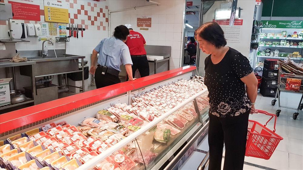 Nhiều người quyết định thay đổi thực đơn cho gia đình vì giá thịt heo tăng cao.
