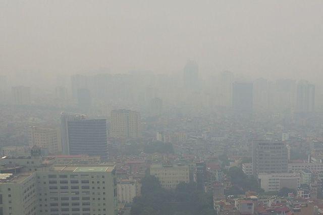Ô nhiễm không khí tại Hà Nội và TPHCM đang khiến người dân ngày càng lo lắng.