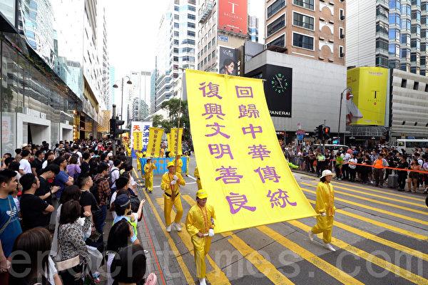 """Nghị viên Hội lập pháp Hồng Kông: """"Rất bội phục các học viên Pháp Luân Công"""" (ảnh 2)"""