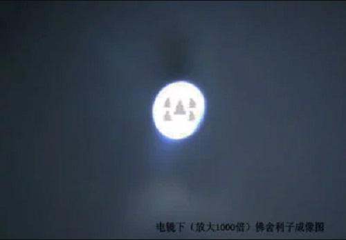 Phát hiện 5 hình tượng Phật trên hạt xá lợi khi nhìn dưới kính hiển vi - ảnh 4