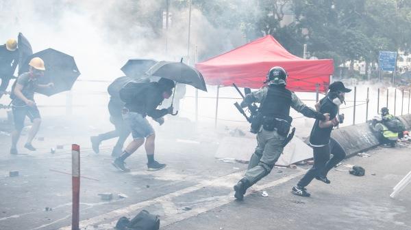 """Học sinh Trung Quốc bị tẩy não: """"Người Hồng Kông nếu ở Đại Lục thì đã bị xe tăng cán chết rồi!"""" (ảnh 2)"""
