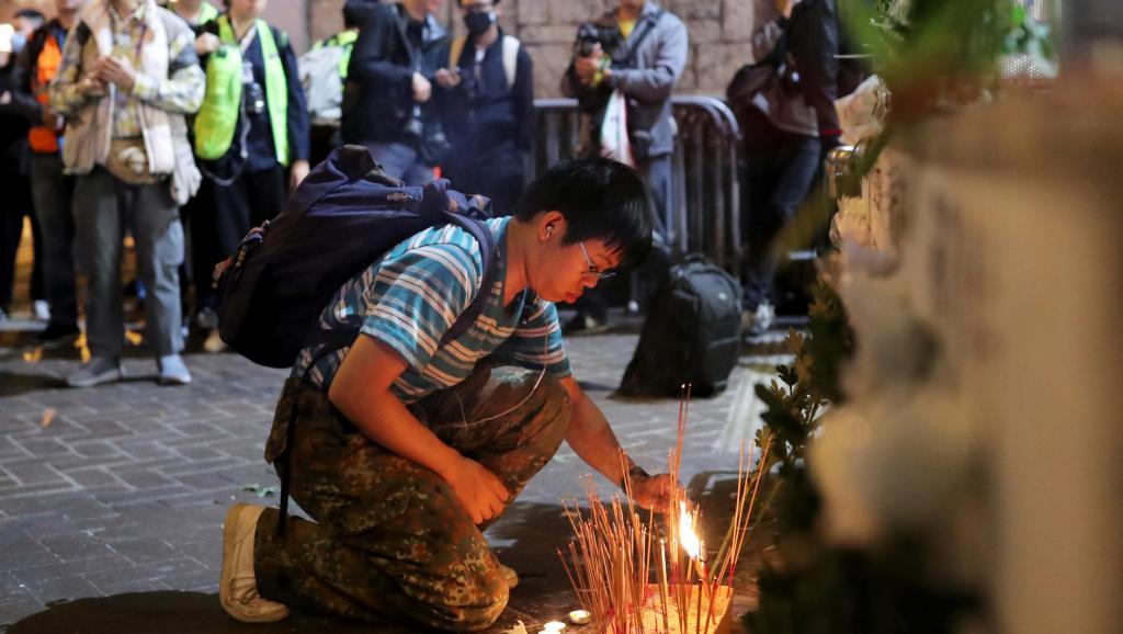 Cảnh sát HK đưa tin không thống nhất làm dấy lên nghi ngờ có người chết trong vụ tấn công nhà ga Prince Edward (ảnh 1)