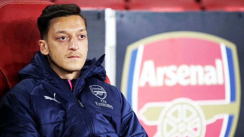 Ozil, cầu thủ người Đức, đã chơi cho đội Arsenal kể từ 2013 tới nay