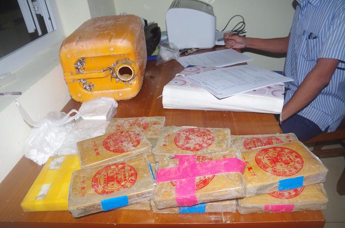 Quảng Nam: Người dân phát hiện 25 bánh heroin trôi dạt vào bãi biển