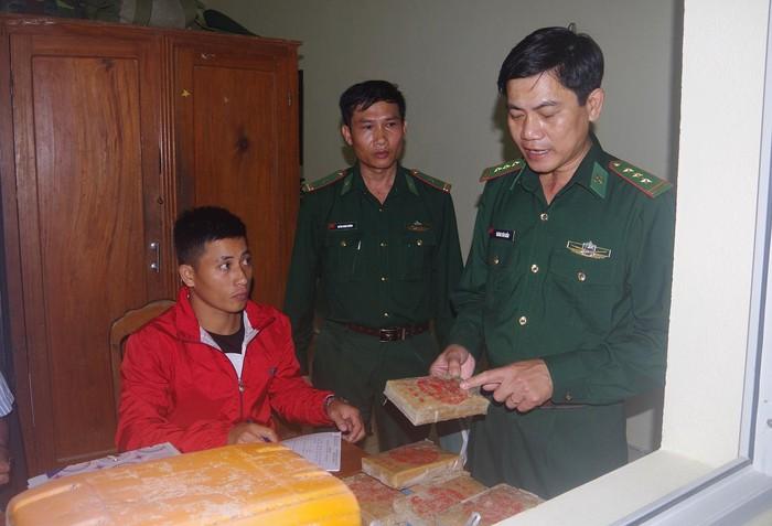 Quảng Nam Người dân phát hiện 25 bánh heroin trôi dạt vào bãi biển-ảnh 3