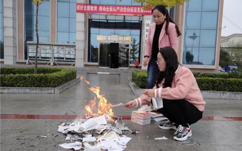 Thư viện Trung Quốc đốt sách khiến cộng đồng mạng dậy sóng