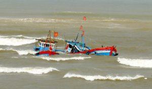Tàu cá của ngư dân Cà Mau bị Hải quan Thái Lan truy đuổi, đâm chìm