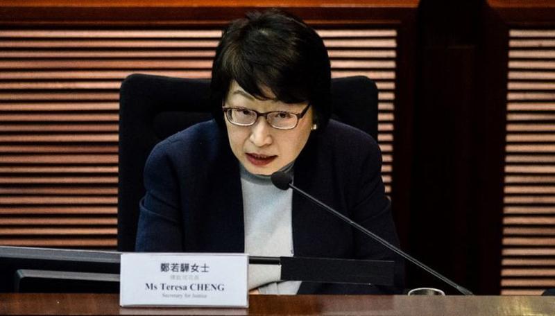 Bộ trưởng Bộ Tư pháp Trịnh Nhược Hoa đã hai lần xin từ chức, quyết tâm không trở về Hồng Kông trong thời gian ở Anh