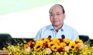 Thủ tướng Nguyễn Xuân Phúc nói nông dân cần tự cứu mình trước khi đòi hỏi Nhà nước